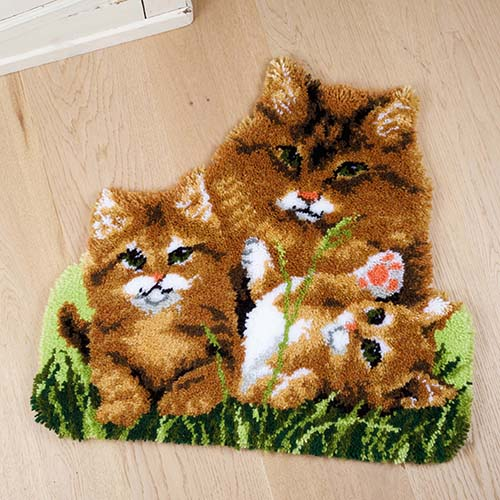 Latch hook shaped rug kit Cat family PN-0165638